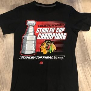 Tops - 2015 Chicago Blackhawks Stanley Cup Shirt (Small)